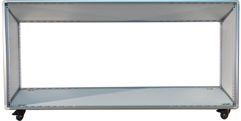 armadio con struttura in profili di alluminio forati a passo rack